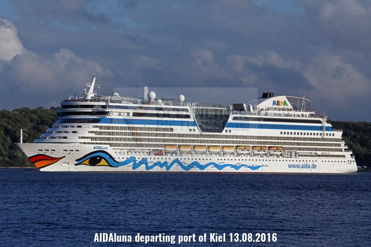 AIDAluna departing port of Kiel 13.08.2016