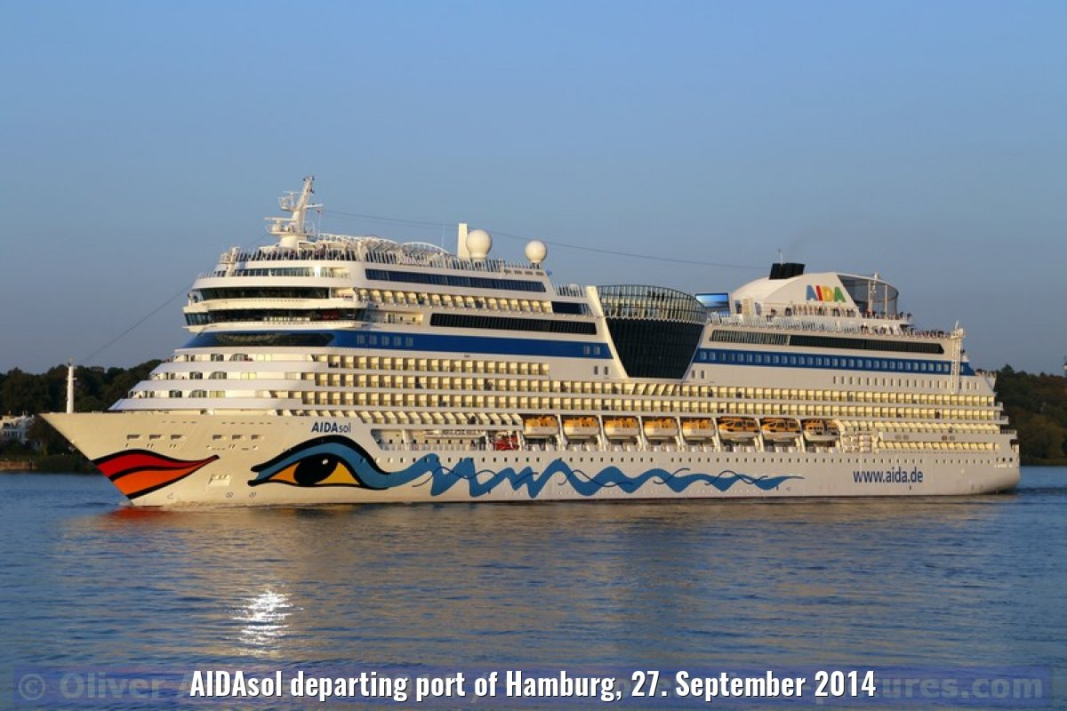 AIDAsol departing port of Hamburg, 27. September 2014