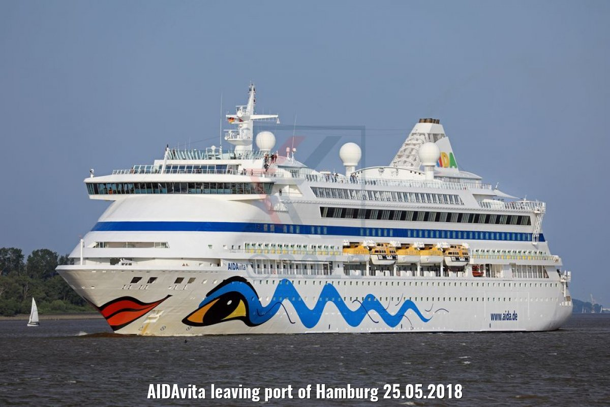 AIDAvita leaving port of Hamburg 25.05.2018