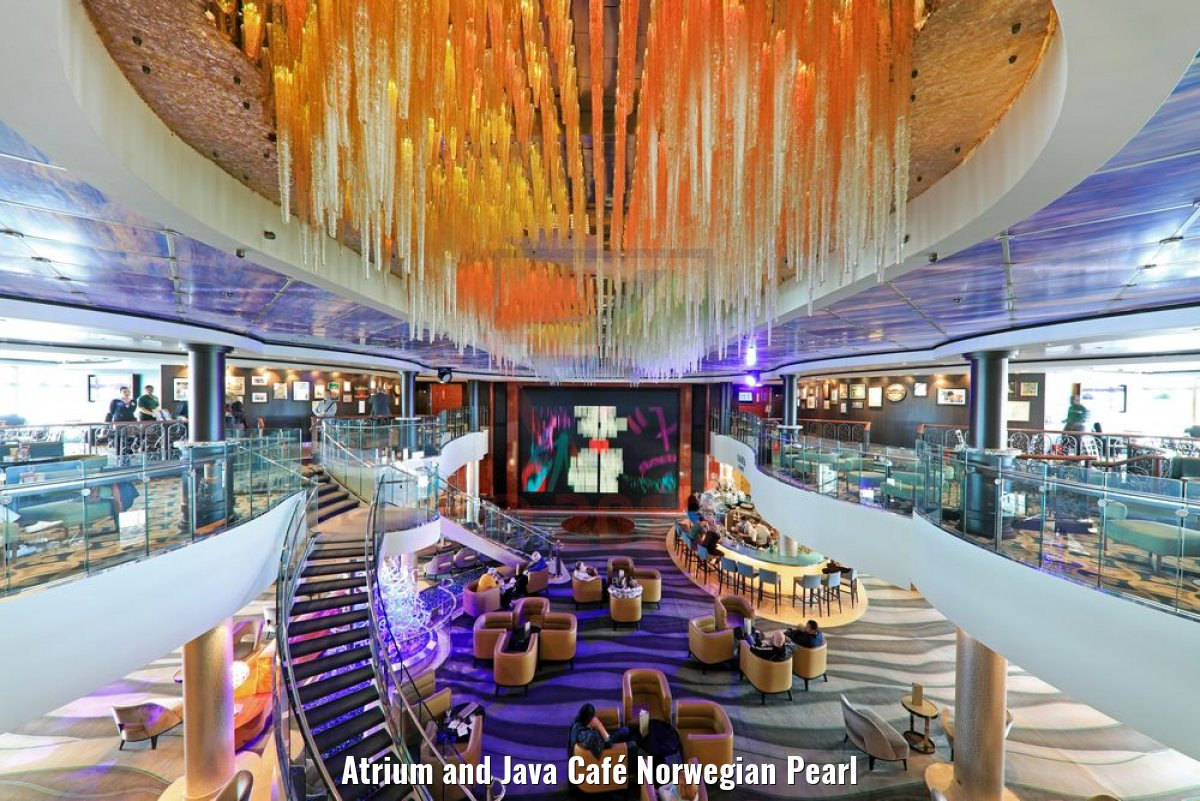 Atrium and Java Café Norwegian Pearl