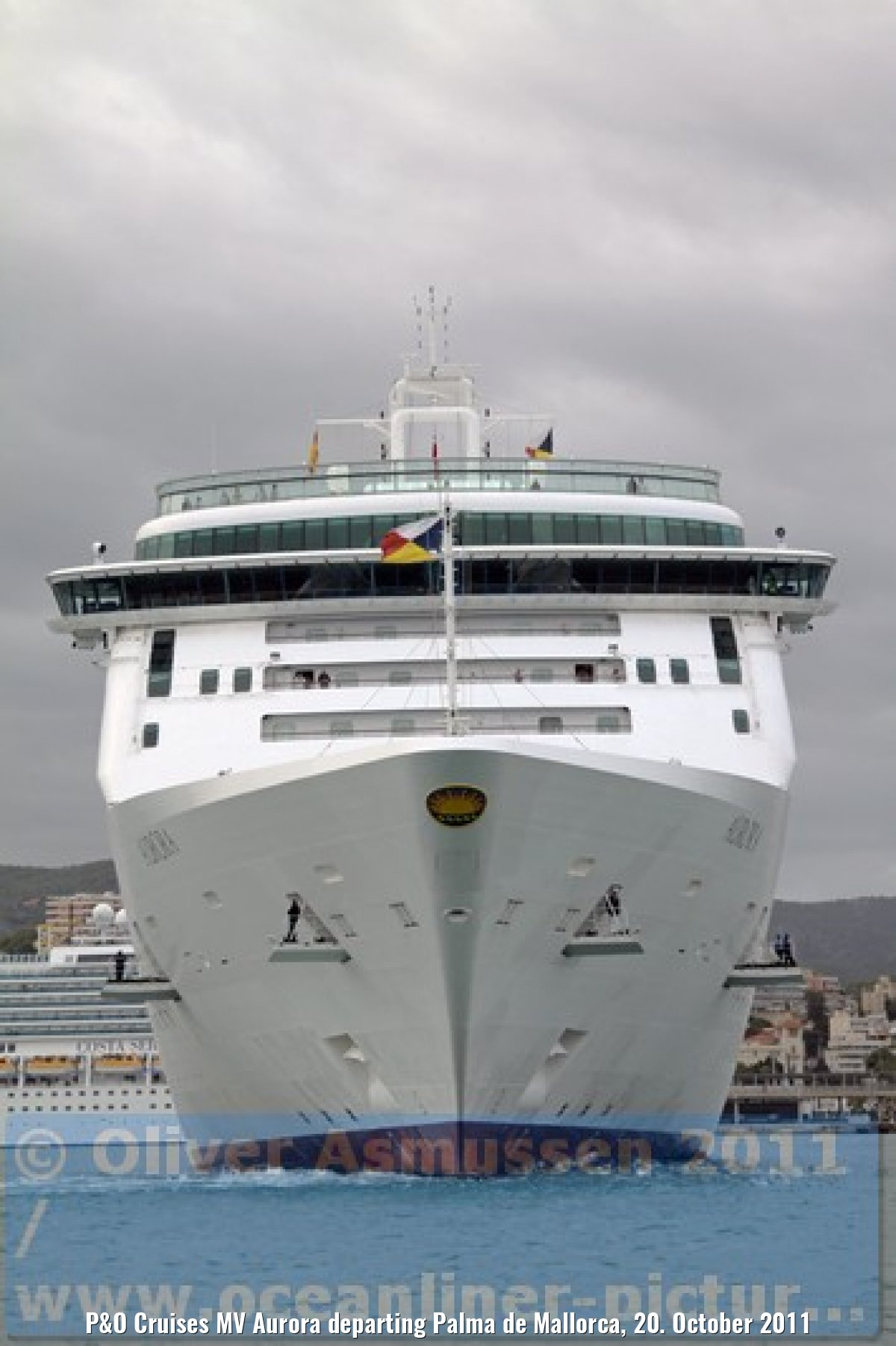 P&O Cruises MV Aurora departing Palma de Mallorca, 20. October 2011