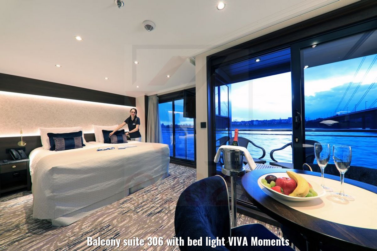Balcony suite 306 with bed light VIVA Moments