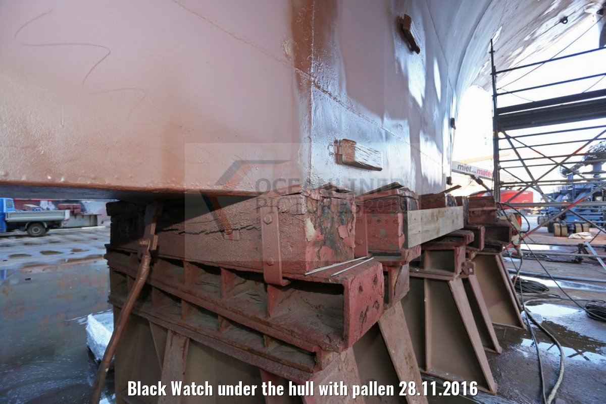 Black Watch under the hull with pallen 28.11.2016