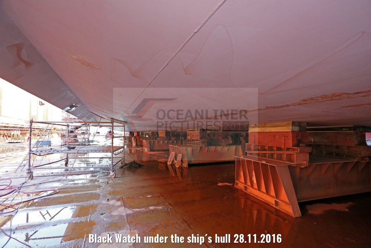 Black Watch under the ship´s hull 28.11.2016