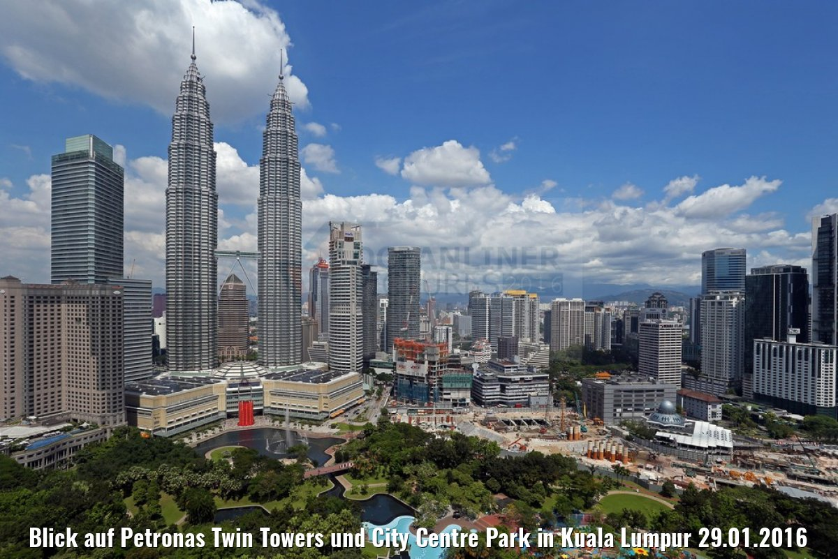 Blick auf Petronas Twin Towers und City Centre Park in Kuala Lumpur 29.01.2016
