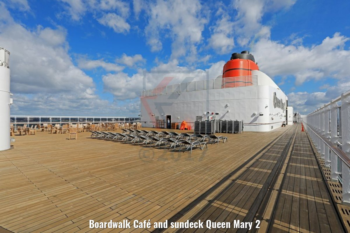 Boardwalk Café and sundeck Queen Mary 2