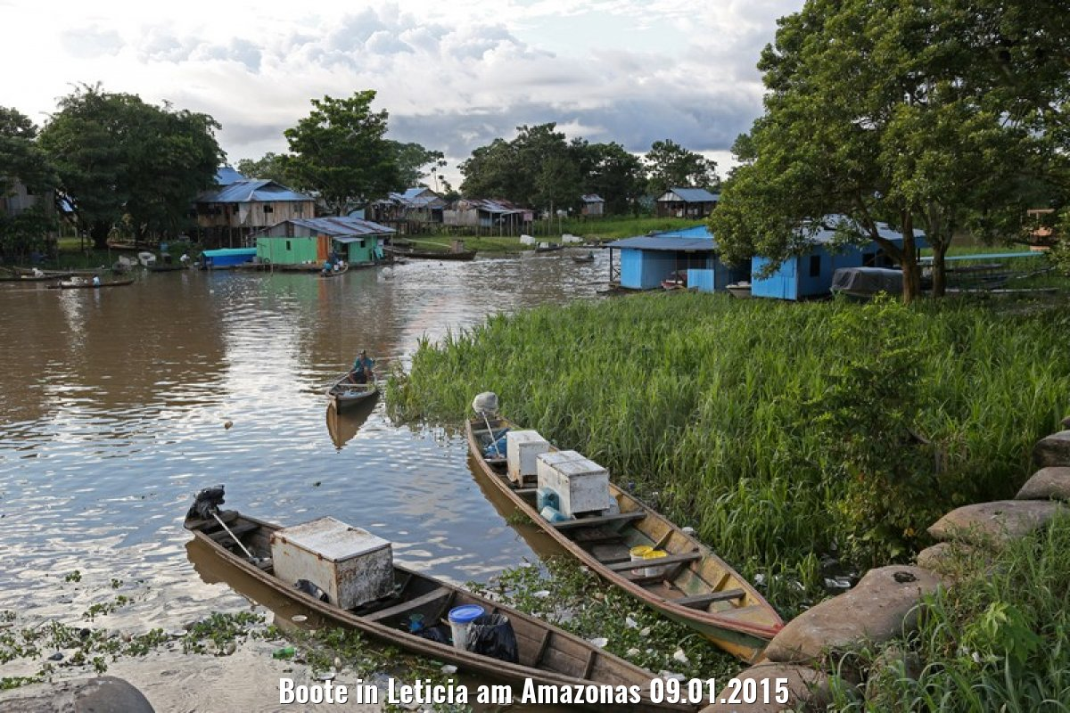 Boote in Leticia am Amazonas 09.01.2015