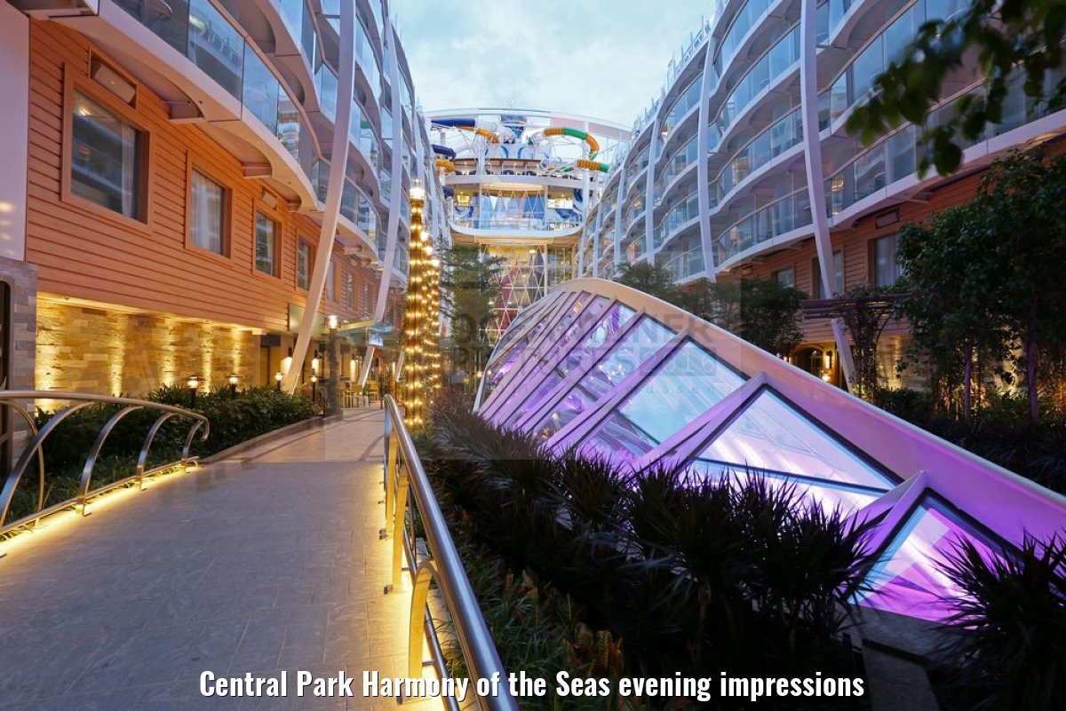 Central Park Harmony of the Seas evening impressions