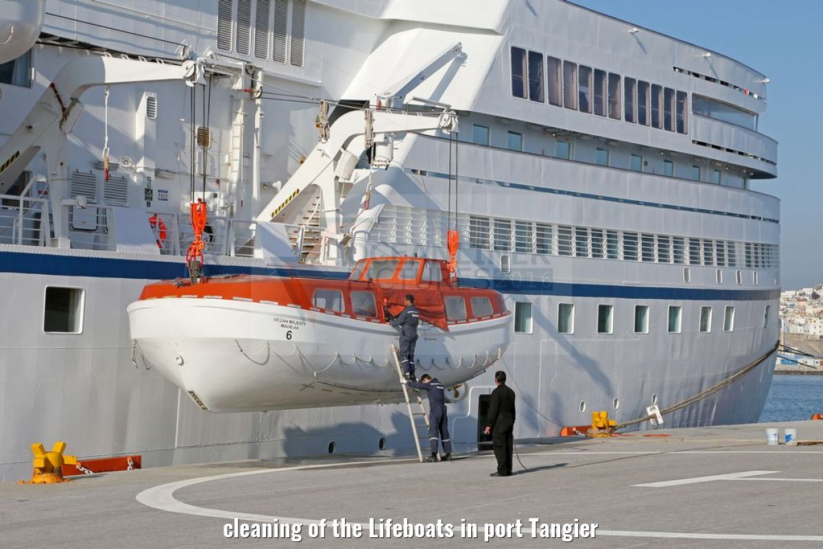 cleaning of the Lifeboats in port Tangier