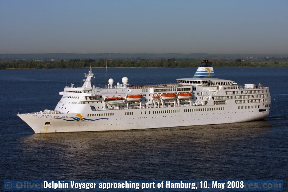 Delphin Voyager approaching port of Hamburg, 10. May 2008