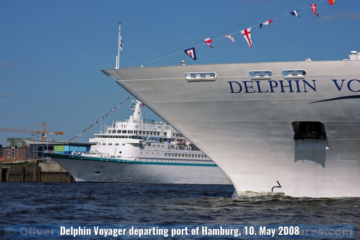 Delphin Voyager departing port of Hamburg, 10. May 2008