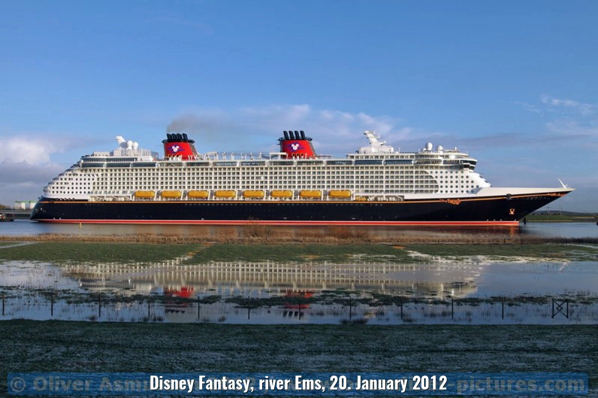 Disney Fantasy, river Ems, 20. January 2012