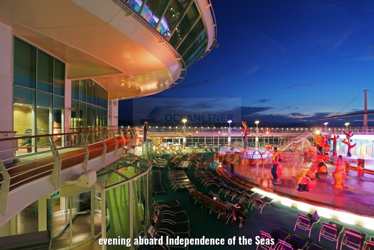 evening aboard Independence of the Seas