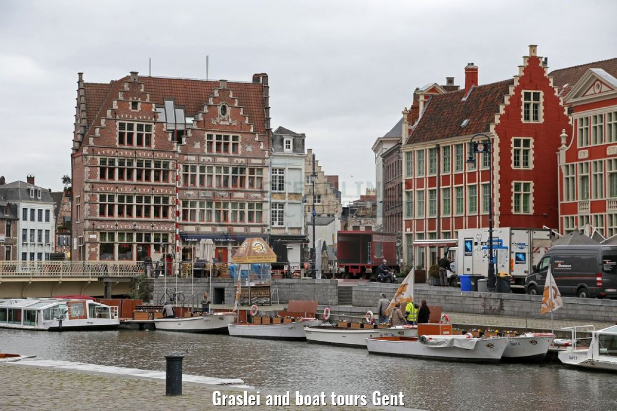 Graslei and boat tours Gent