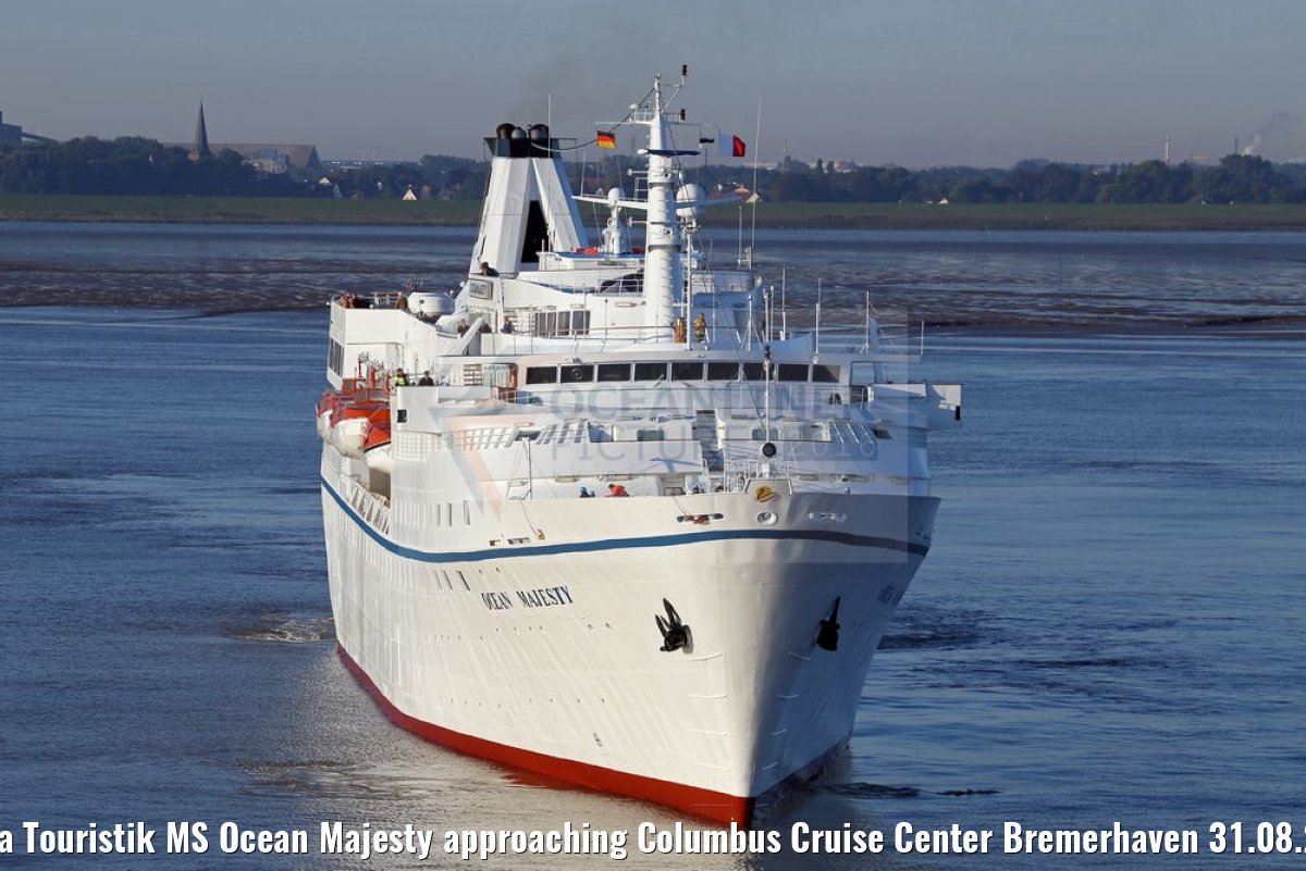 Hansa Touristik MS Ocean Majesty approaching Columbus Cruise Center Bremerhaven 31.08.2016