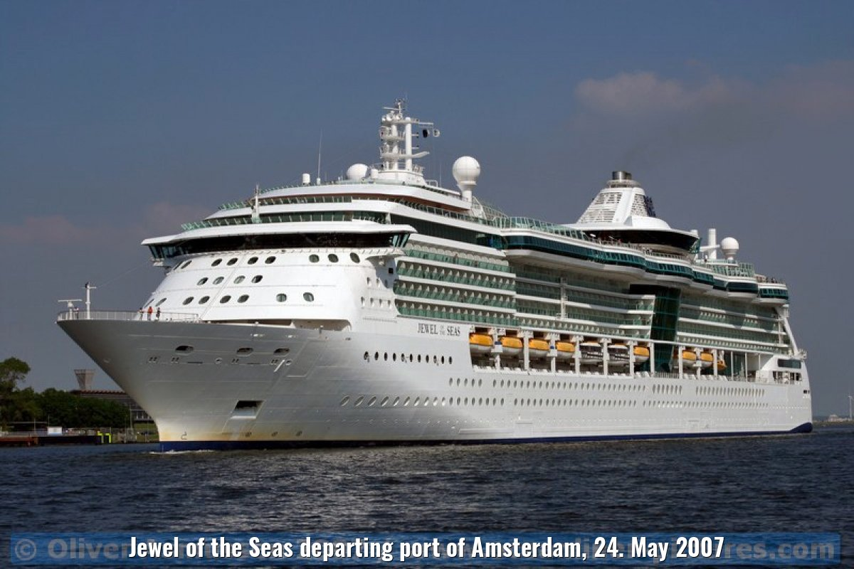 Jewel of the Seas departing port of Amsterdam, 24. May 2007