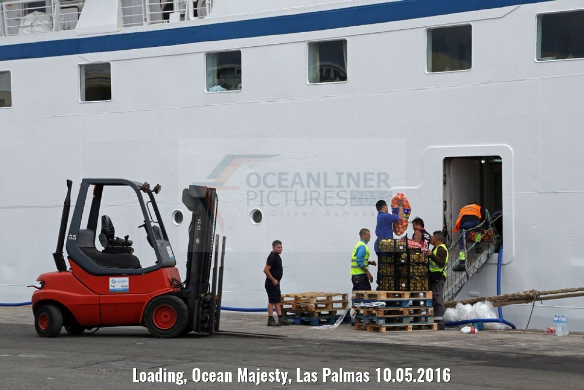 Loading, Ocean Majesty, Las Palmas 10.05.2016