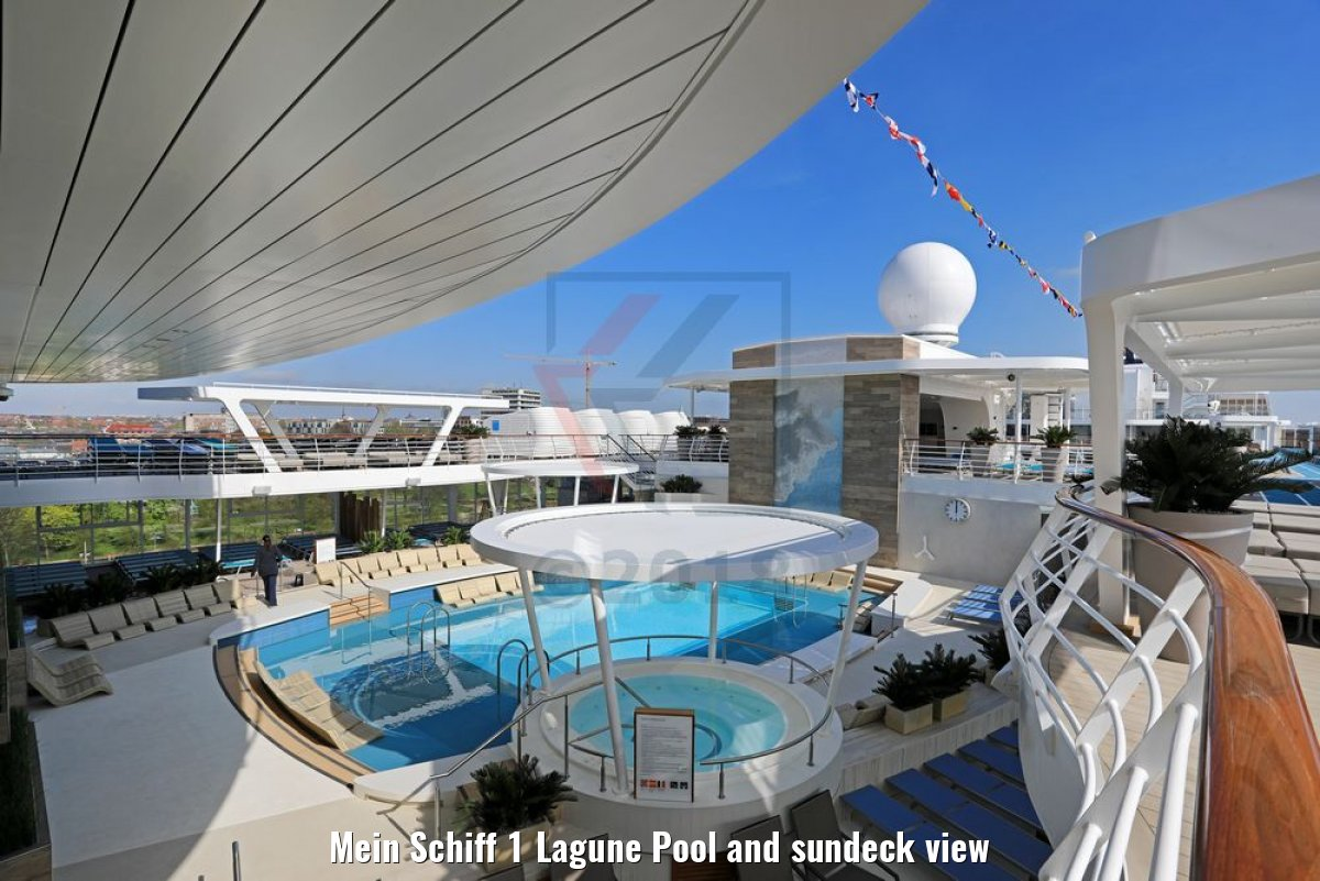 Mein Schiff 1 Lagune Pool and sundeck view