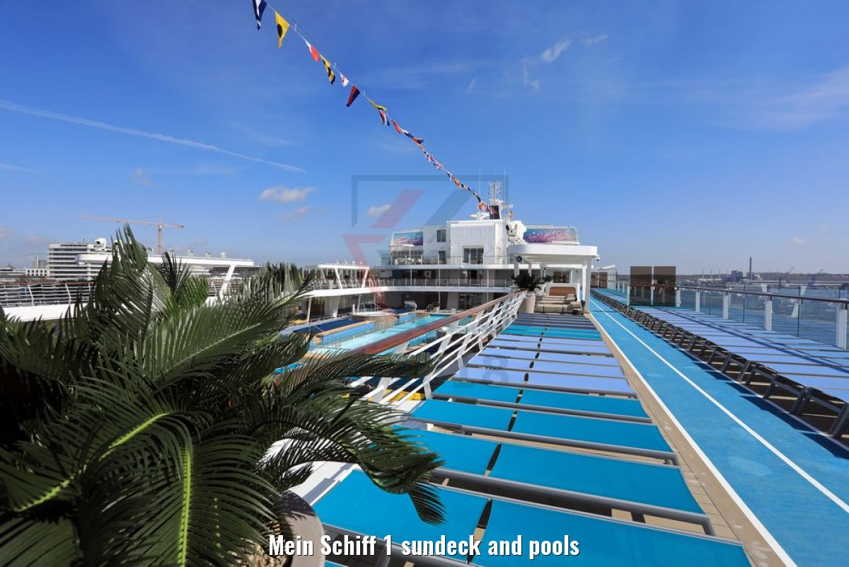 Mein Schiff 1 sundeck and pools