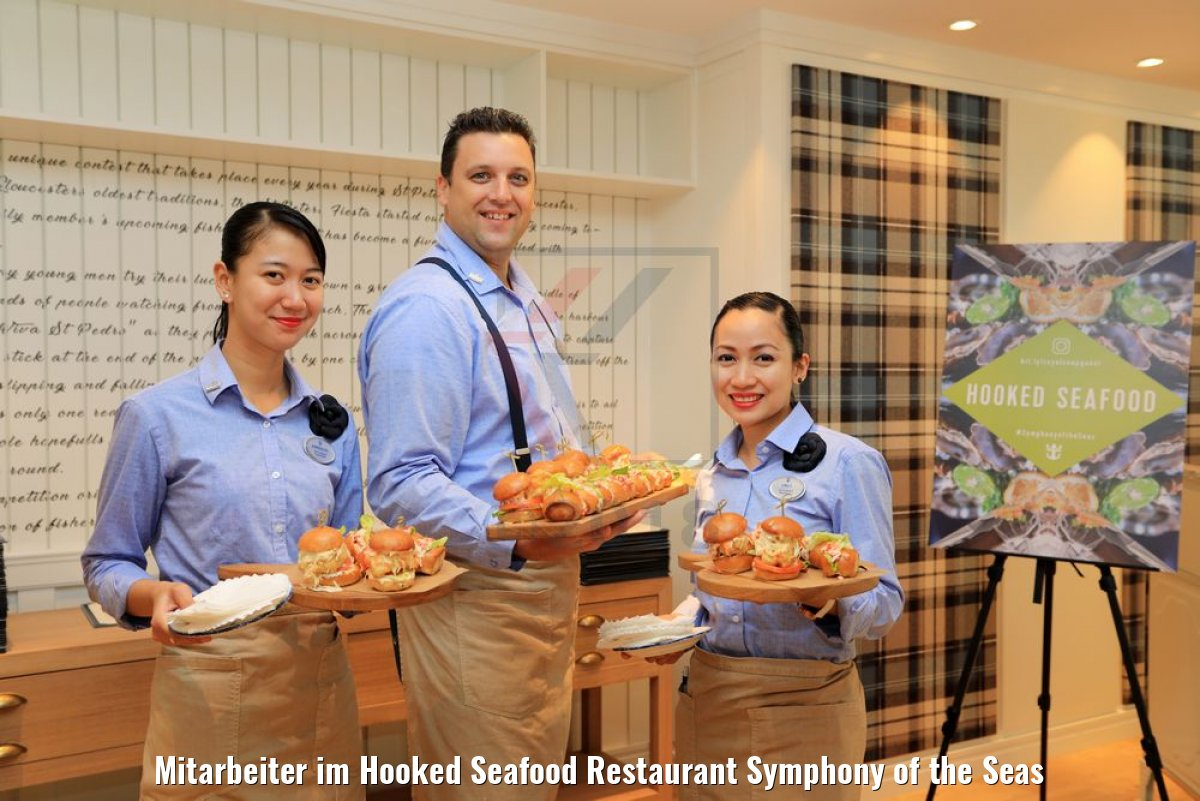 Mitarbeiter im Hooked Seafood Restaurant Symphony of the Seas