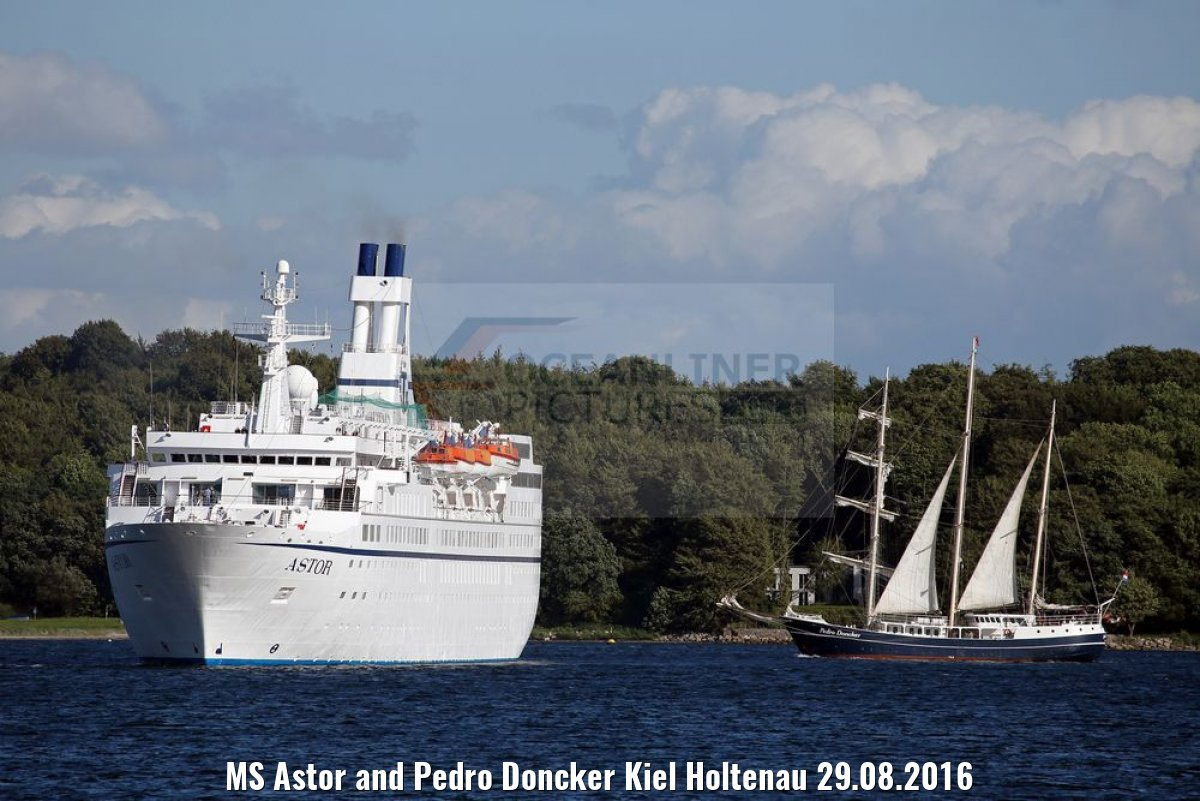 MS Astor and Pedro Doncker Kiel Holtenau 29.08.2016