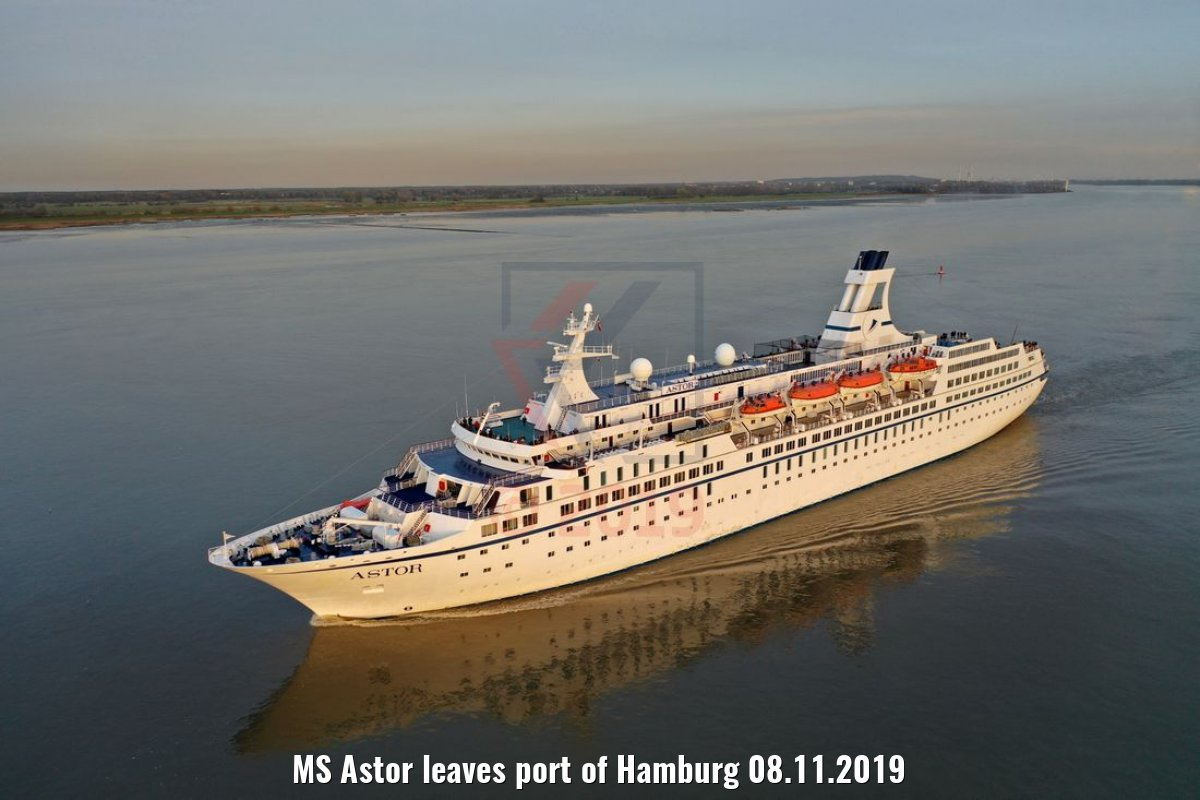 MS Astor leaves port of Hamburg 08.11.2019