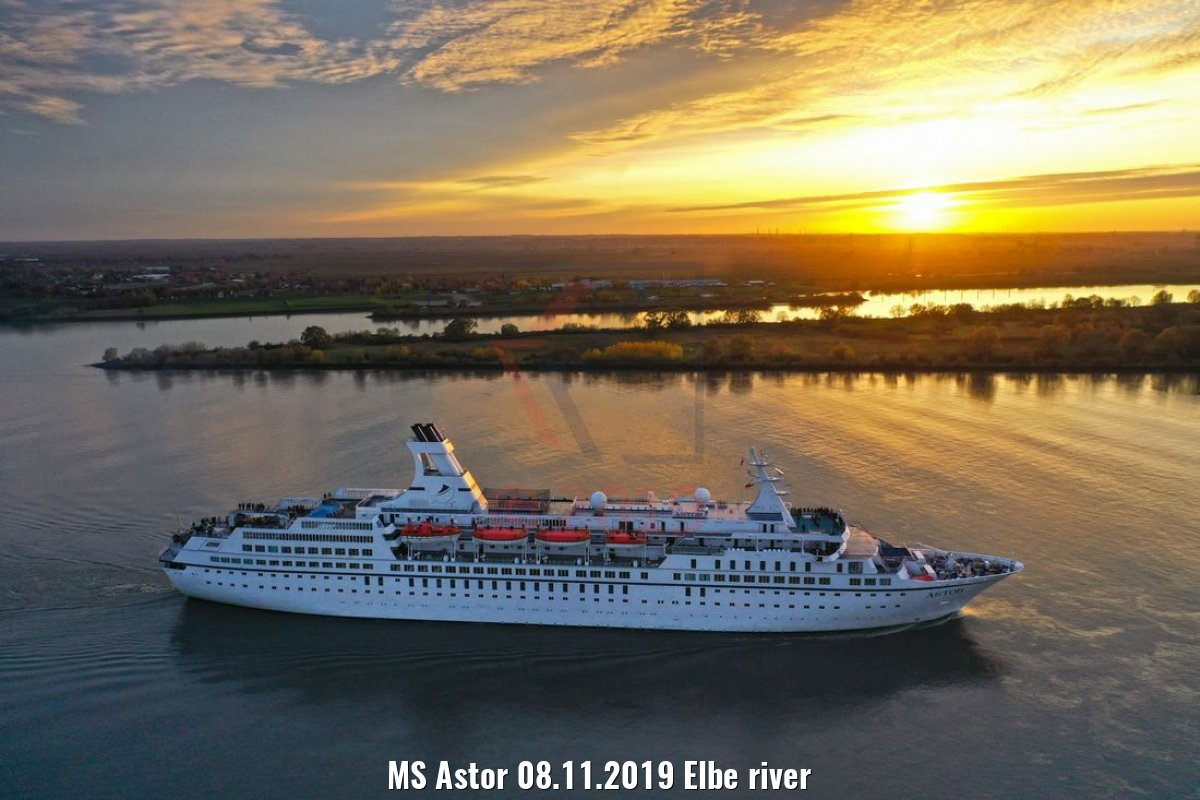 MS Astor 08.11.2019 Elbe river