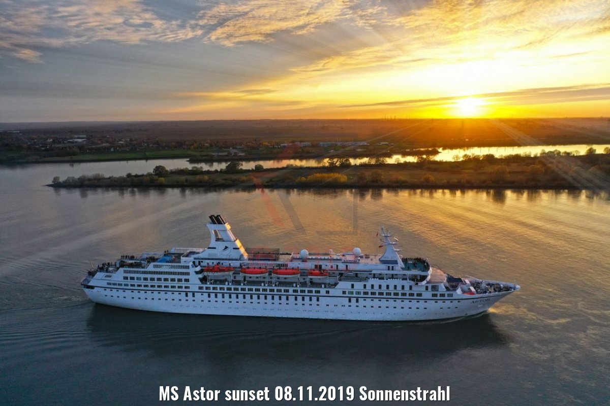 MS Astor sunset 08.11.2019 Sonnenstrahl