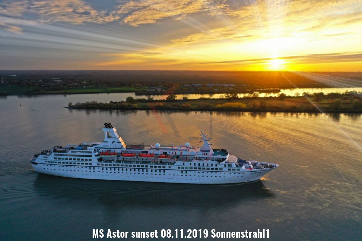 MS Astor sunset 08.11.2019 Sonnenstrahl1