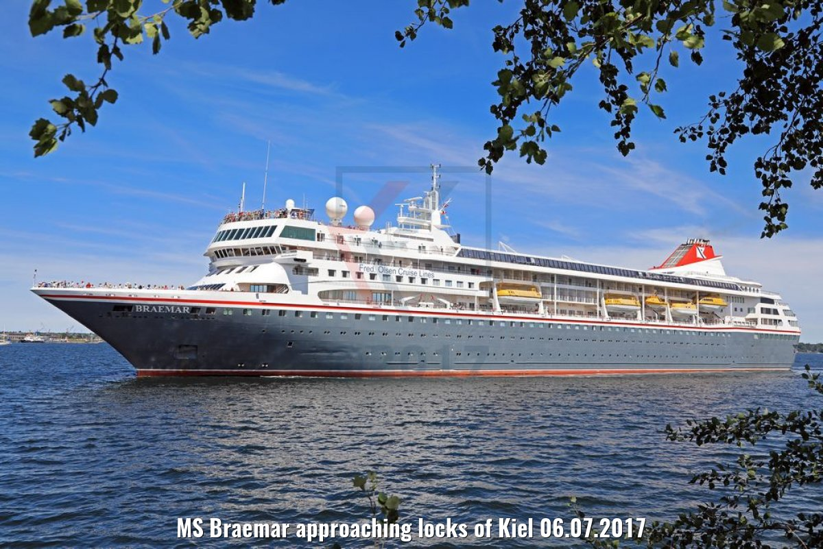 MS Braemar approaching locks of Kiel 06.07.2017