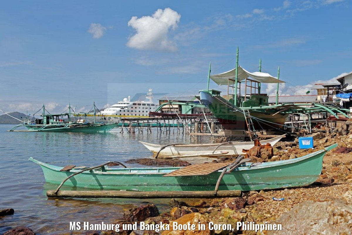 MS Hamburg und Bangka Boote in Coron, Philippinen