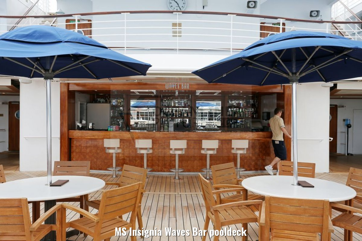 MS Insignia Waves Bar pooldeck