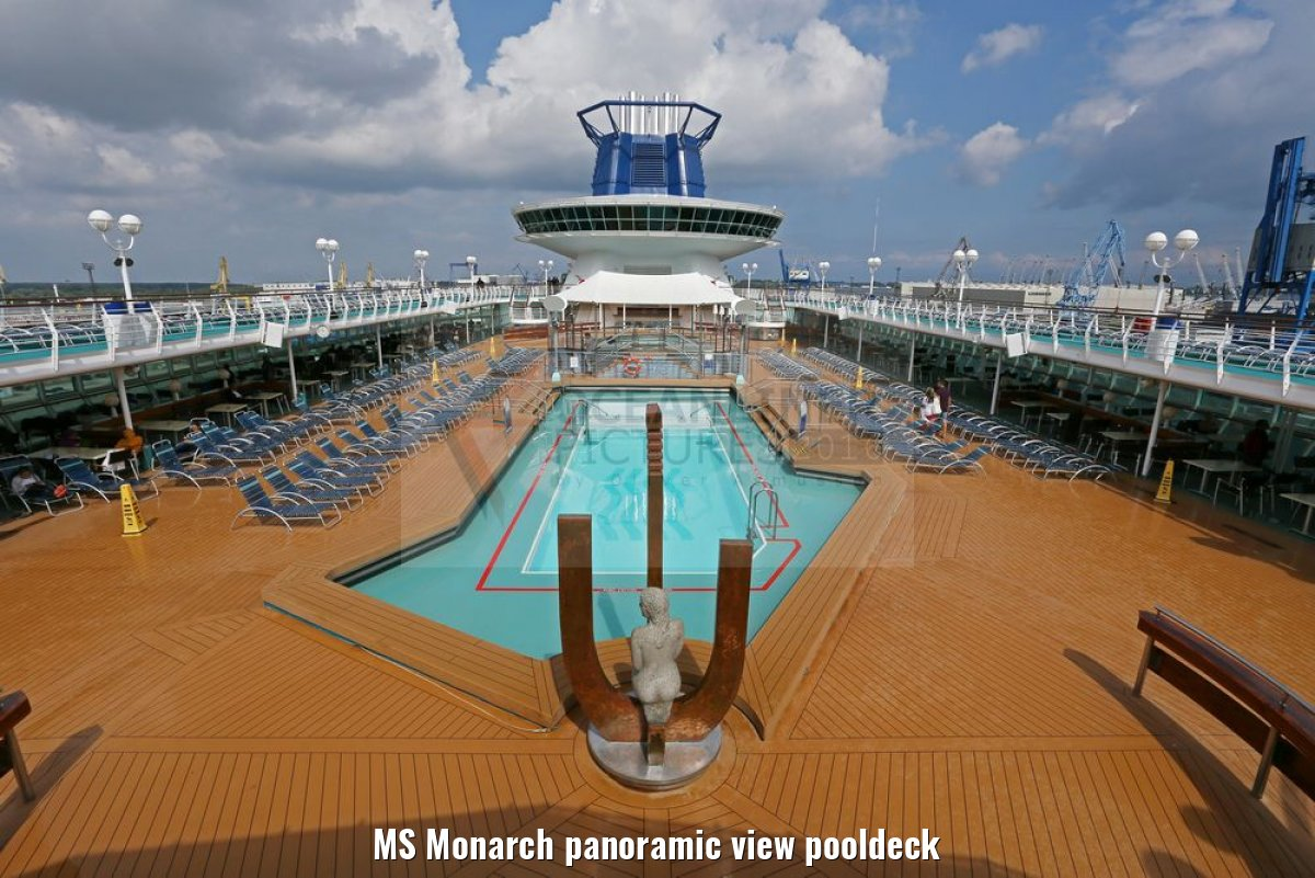 MS Monarch panoramic view pooldeck