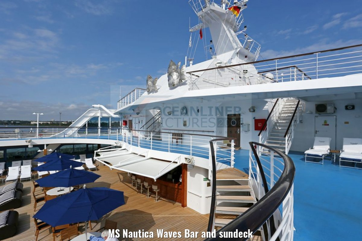 MS Nautica Waves Bar and sundeck