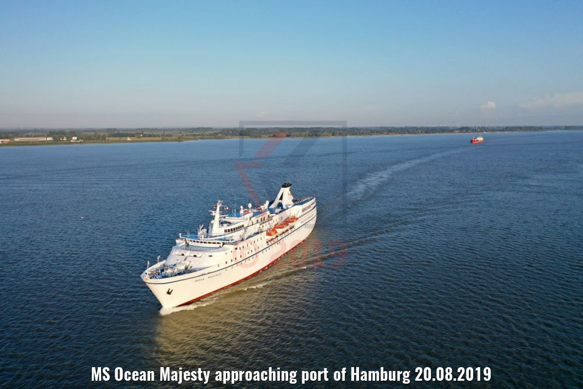 MS Ocean Majesty approaching port of Hamburg 20.08.2019