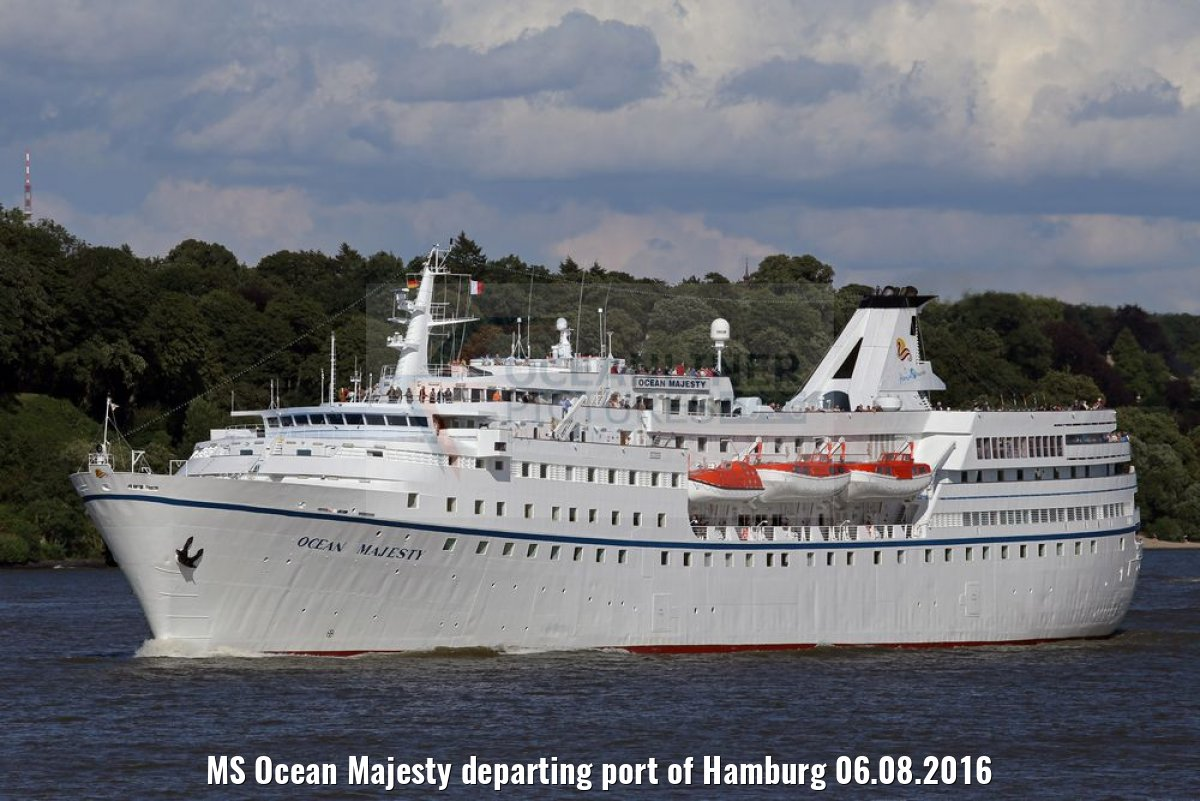 MS Ocean Majesty departing port of Hamburg 06.08.2016