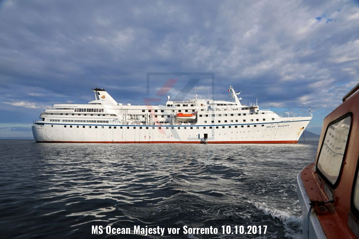 MS Ocean Majesty vor Sorrento 10.10.2017