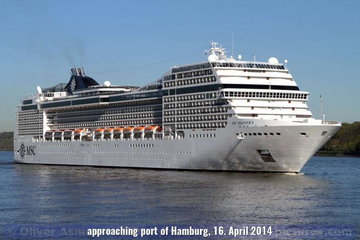 approaching port of Hamburg, 16. April 2014