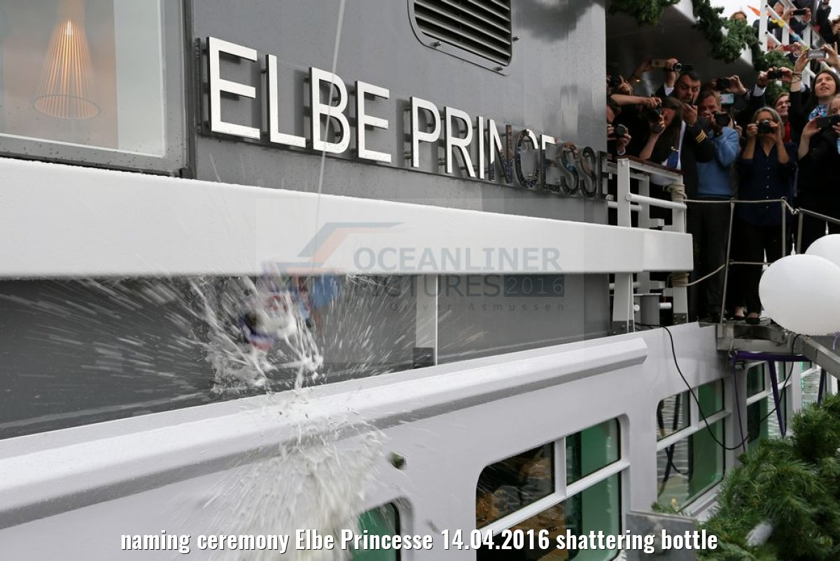 naming ceremony Elbe Princesse 14.04.2016 shattering bottle