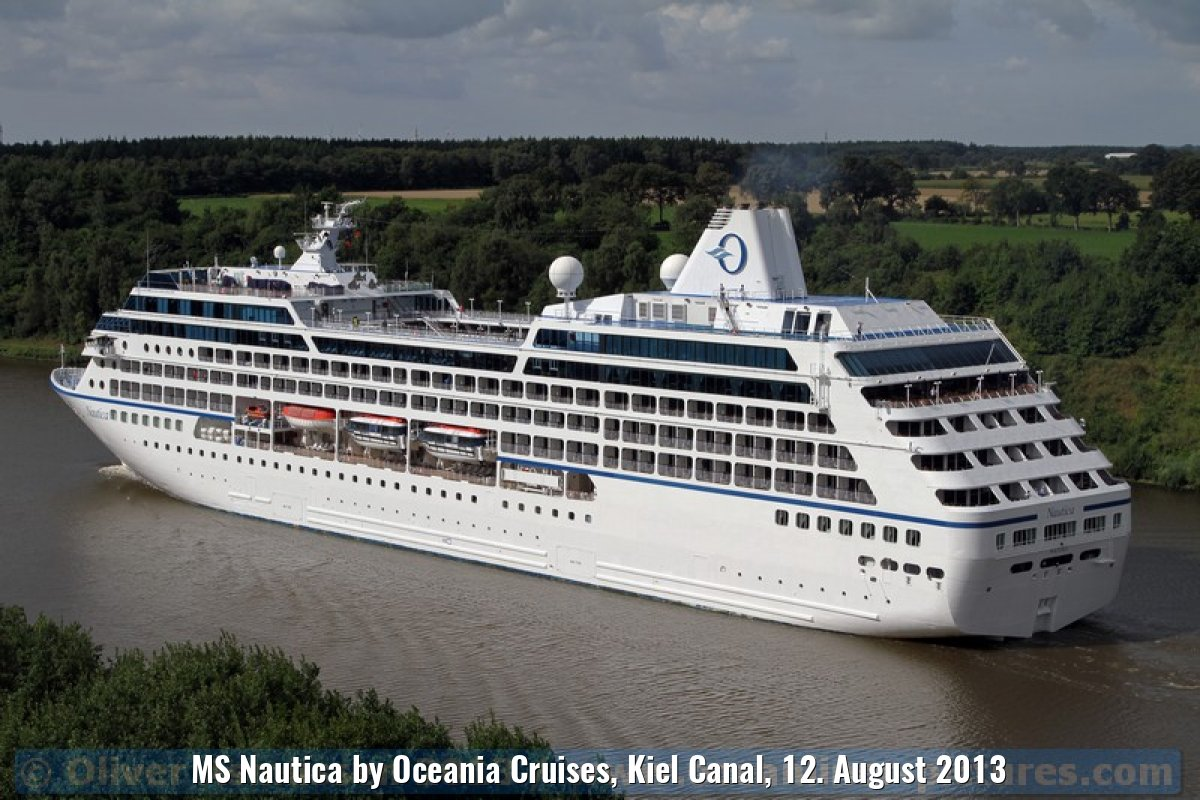 MS Nautica by Oceania Cruises, Kiel Canal, 12. August 2013