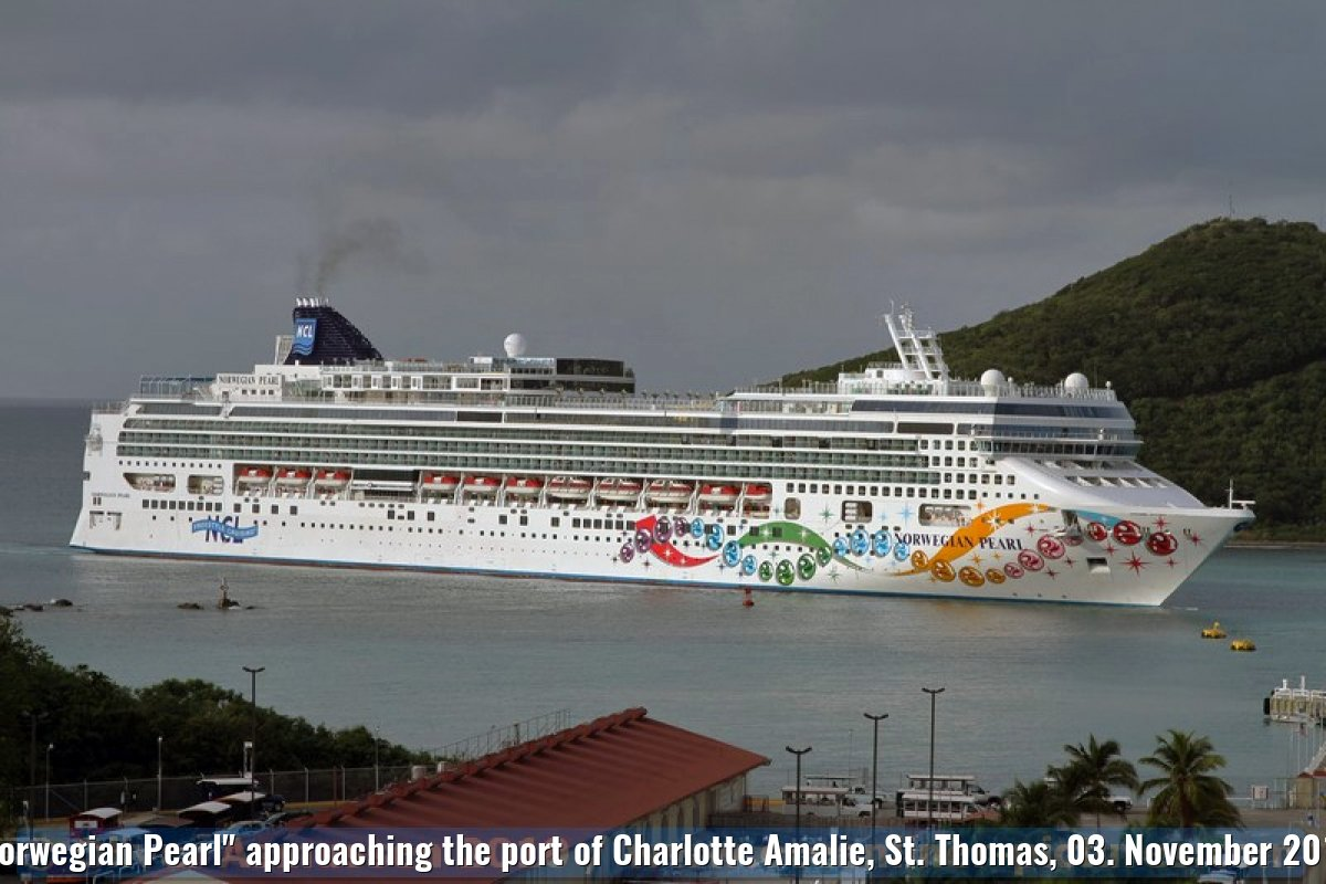 """Norwegian Pearl"" approaching the port of Charlotte Amalie, St. Thomas, 03. November 2010"