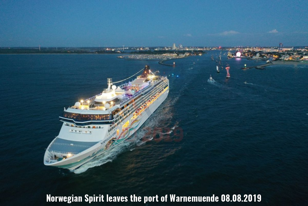 Norwegian Spirit leaves the port of Warnemuende 08.08.2019