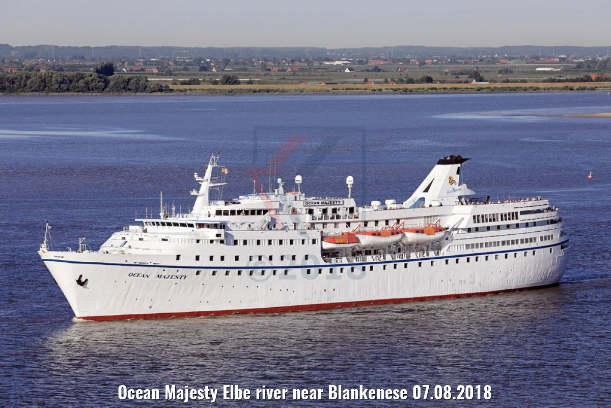 Ocean Majesty Elbe river near Blankenese 07.08.2018