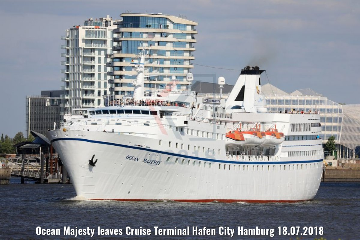 Ocean Majesty leaves Cruise Terminal Hafen City Hamburg 18.07.2018