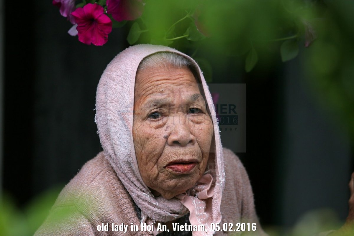 old lady in Hoi An, Vietnam, 05.02.2016