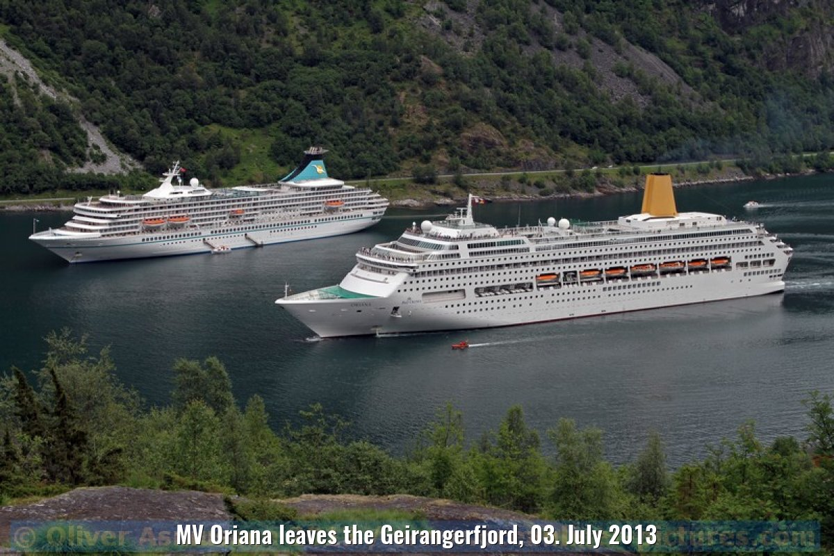 MV Oriana leaves the Geirangerfjord, 03. July 2013