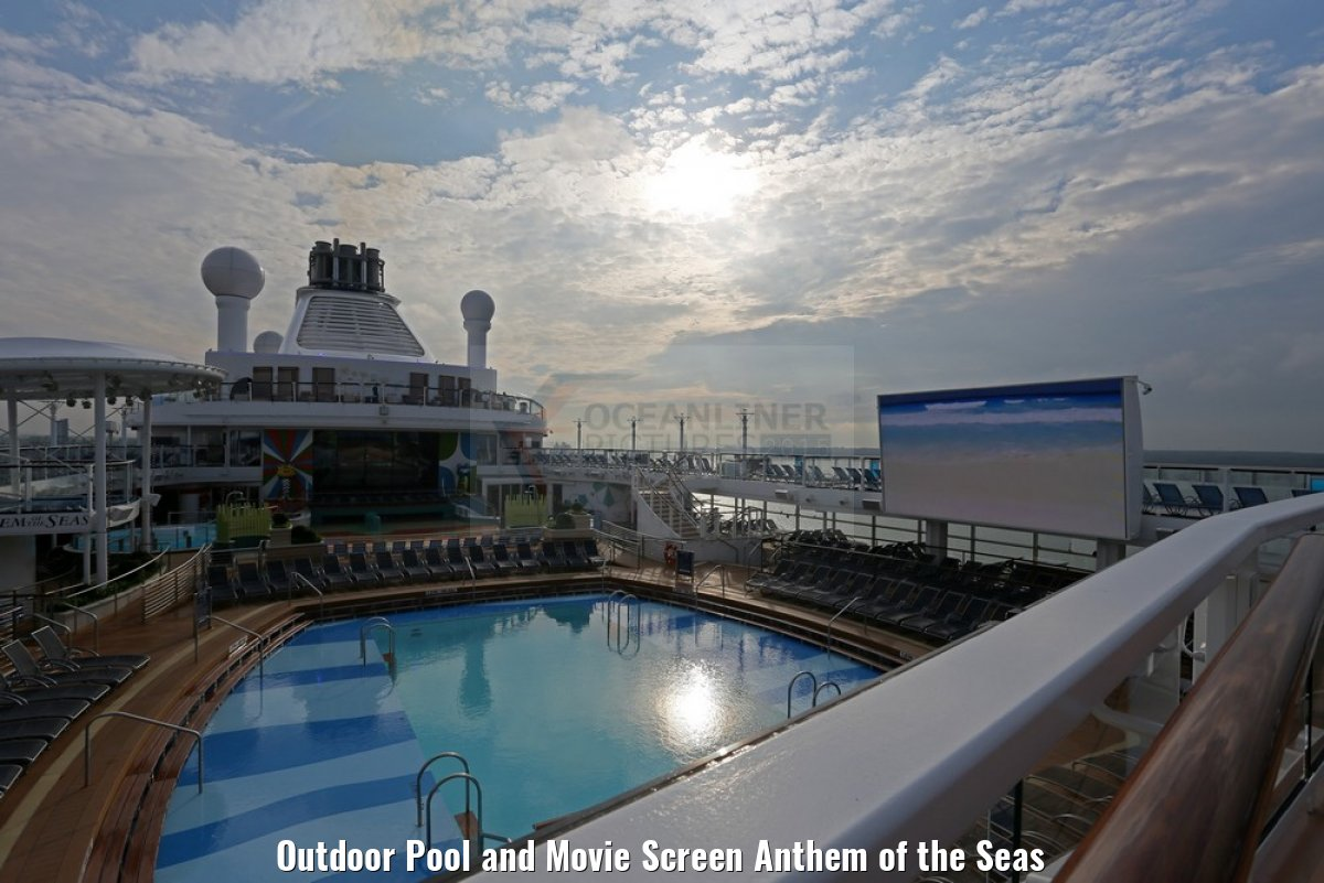 Outdoor Pool and Movie Screen Anthem of the Seas