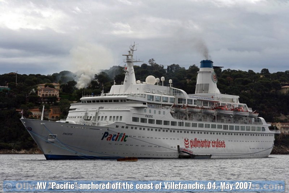 "MV ""Pacific"" anchored off the coast of Villefranche, 04. May 2007"