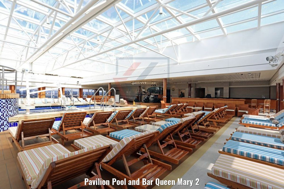 Pavilion Pool and Bar Queen Mary 2