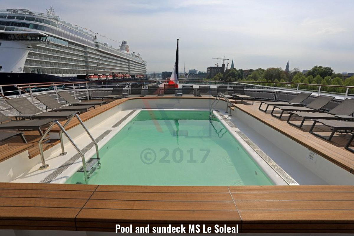 Pool and sundeck MS Le Soleal